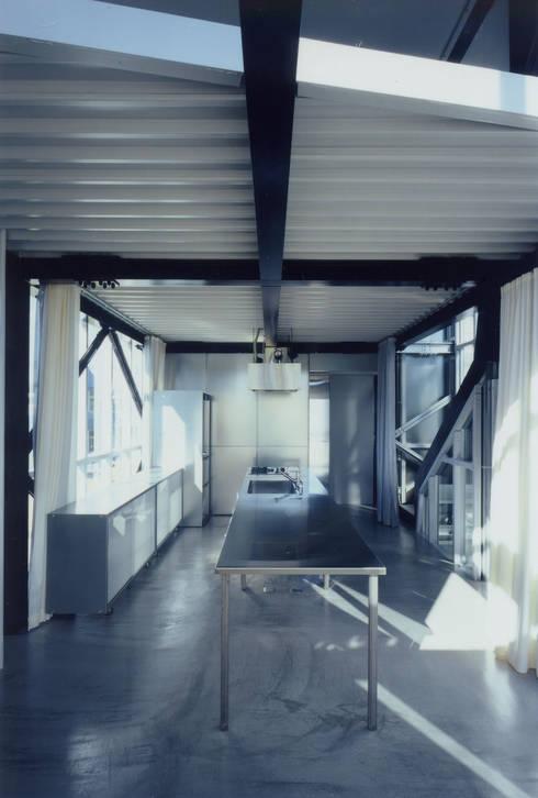 2階 兄世帯LDK: 井戸健治建築研究所 / Ido, Kenji Architectural Studioが手掛けたダイニングです。