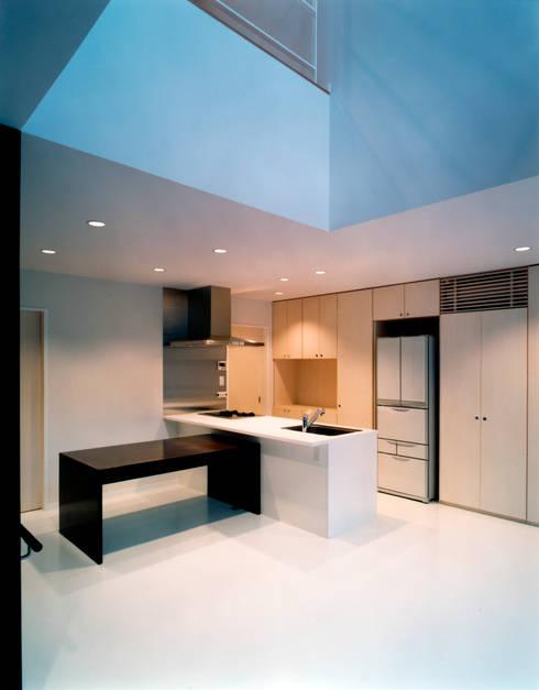 1階 LDK: 井戸健治建築研究所 / Ido, Kenji Architectural Studioが手掛けたキッチンです。