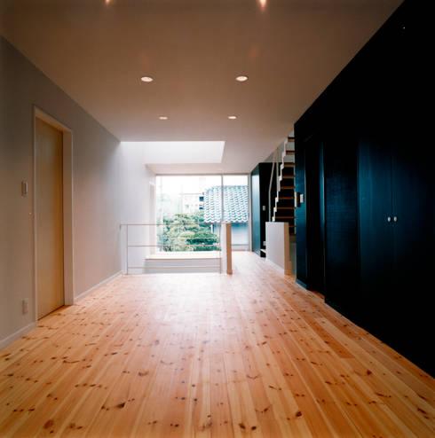 2階ピアノスペース: 井戸健治建築研究所 / Ido, Kenji Architectural Studioが手掛けた和室です。