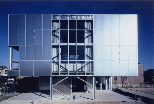 西側外観: 井戸健治建築研究所 / Ido, Kenji Architectural Studioが手掛けた家です。