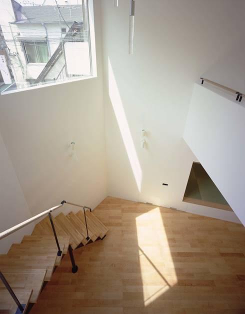 吹抜: (有)菰田建築設計事務所が手掛けたリビングです。