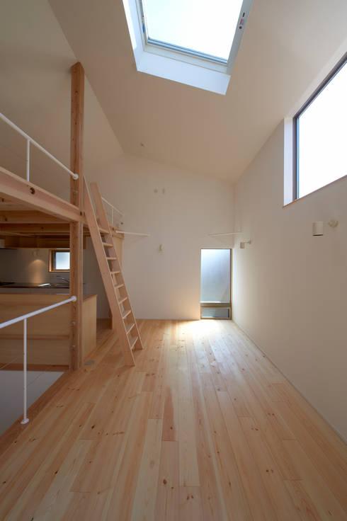 ダイニング: (有)菰田建築設計事務所が手掛けたダイニングです。