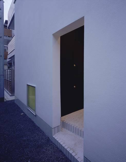 ポーチ: (有)菰田建築設計事務所が手掛けた家です。