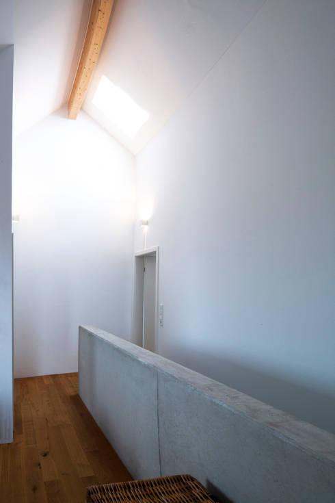 Schiller Architektur BDA:  tarz Multimedya Odası