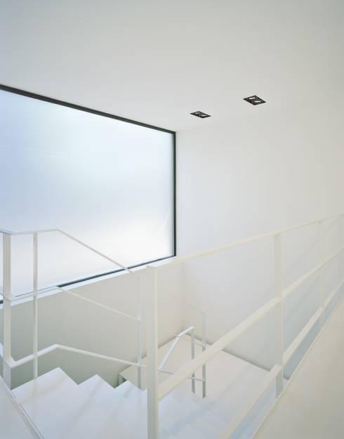 Einfamilienhaus PF08 im Grossraum Stuttgart:  Flur & Diele von Schiller Architektur BDA