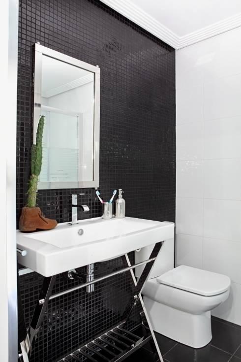 Baño: Baños de estilo ecléctico de BATLLÓ CONCEPT