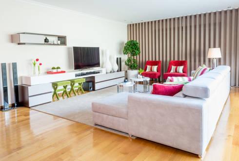 Sala de Estar - Encosta do Douro: Salas de estar ecléticas por Ângela Pinheiro Home Design