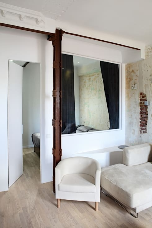 BLUEGRAY: Dormitorios de estilo ecléctico de Sucursal urbana universo Sostenible