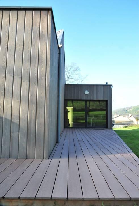 terrasse est: Maisons de style de style Minimaliste par AtjM