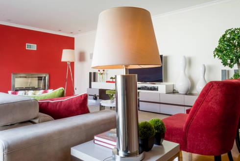 Sala Estar - Encosta do Douro: Salas de estar ecléticas por Ângela Pinheiro Home Design