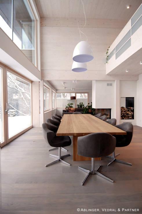 Haus am Hang II:  Esszimmer von Ablinger, Vedral & Partner
