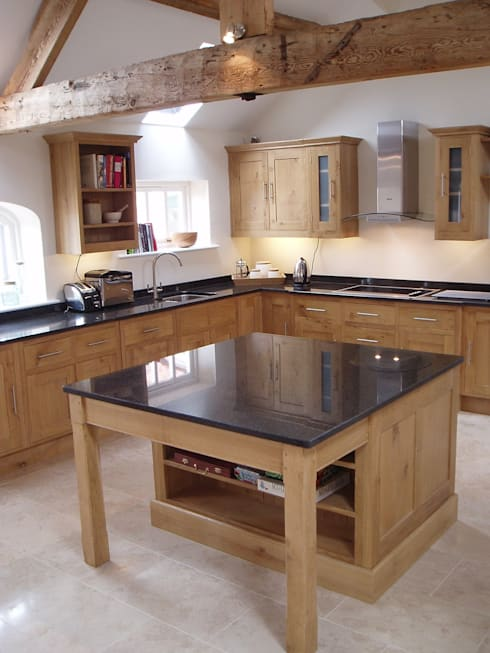 Oak kitchen: classic Kitchen by Churchwood Design