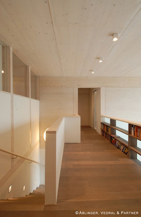 Haus am Hang II:  Flur & Diele von Ablinger, Vedral & Partner