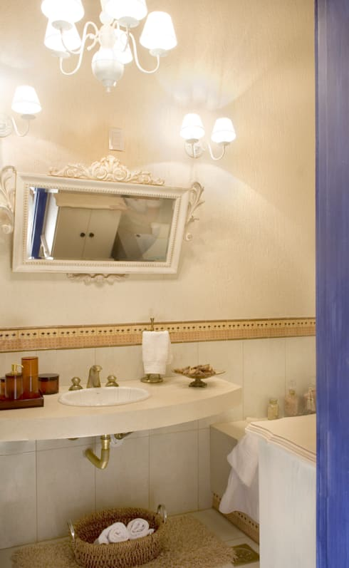 FAZENDA SAN RAFAEL: Banheiros coloniais por DUPLA ARQUITETURA ESTRATÉGICA