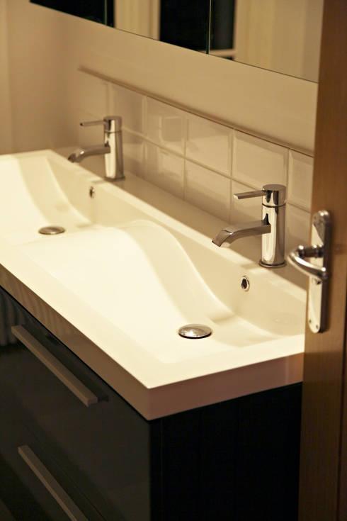 Quartet double basin vanity unit: modern Bathroom by Hudson Reed