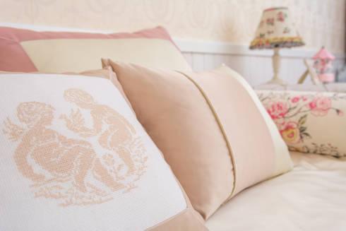 Quarto Maria - Quarto Provençal: Quartos clássicos por Ângela Pinheiro Home Design