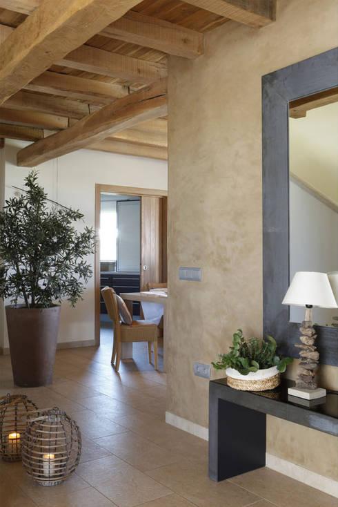 Casa Porto Saler. Formentera. 2000: Pasillos y vestíbulos de estilo  de Deu i Deu
