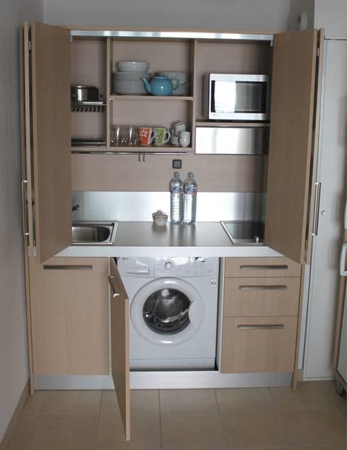 Monoblocco cucina da cm.170 con ante a libro - aperto: Cucina in stile  di MiniCucine.com