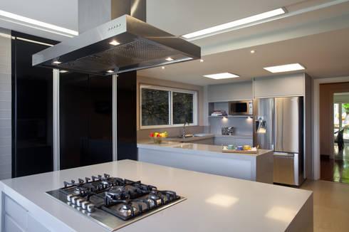 Projeto Cozinha - Alto Lebon:   por Andrea Chicharo Arquitetura