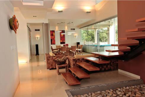 espacio abierto: Vestíbulos, pasillos y escaleras de estilo  por AMEC ARQUITECTURA