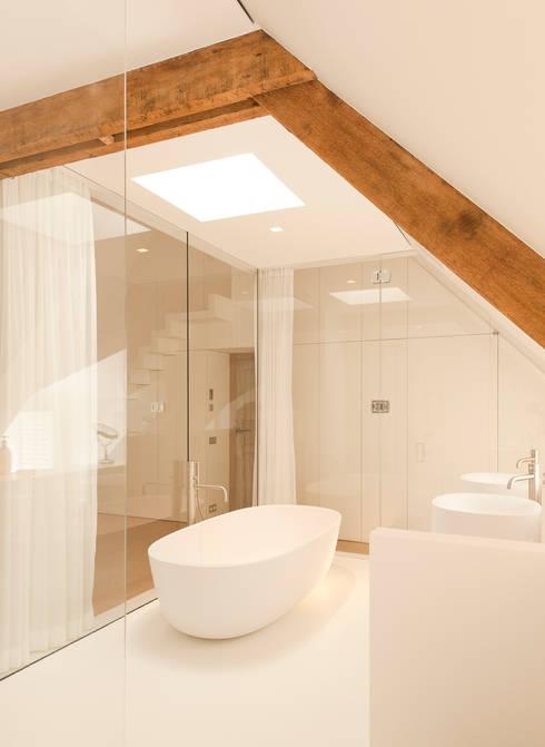 Casas de banho modernas por FilipTackdesignoffice