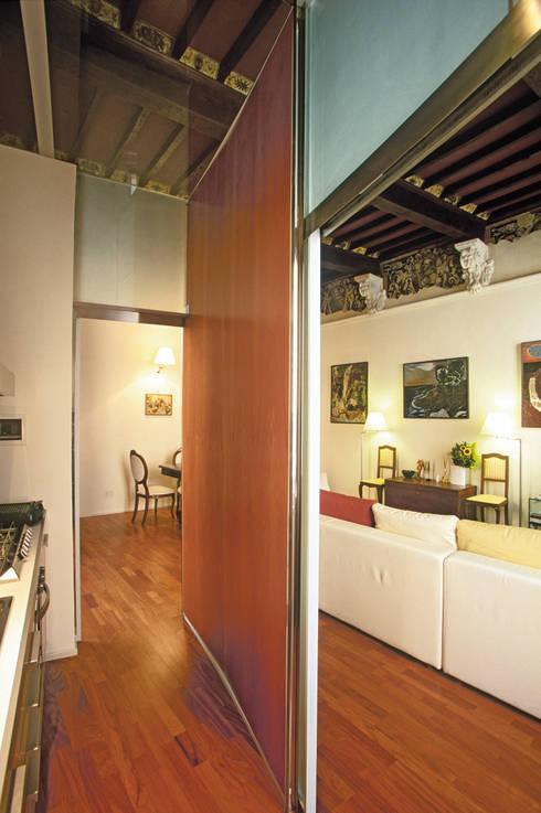 Appartamento in Via Sallustio Bandini: Soggiorno in stile in stile Minimalista di Maurizio Piochi