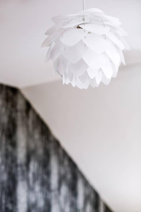 k o l o r   w e   w n ę t r z u: styl , w kategorii Sypialnia zaprojektowany przez DK architektura wnętrz