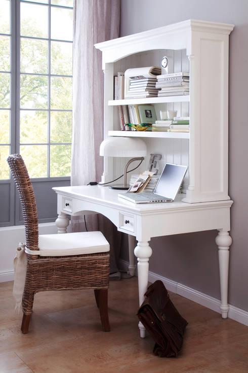 Prowansalski, biały sekretarzyk Halifax: styl , w kategorii Domowe biuro i gabinet zaprojektowany przez Seart