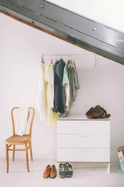 Buhardilla zona Malasaña, Madrid 2015: Dormitorios de estilo  de nimú equipo de diseño