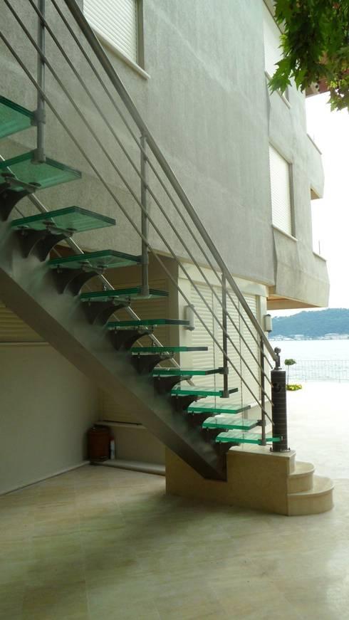 Visal Merdiven – Ülker Yalı - İstanbul:  tarz Koridor, Hol & Merdivenler
