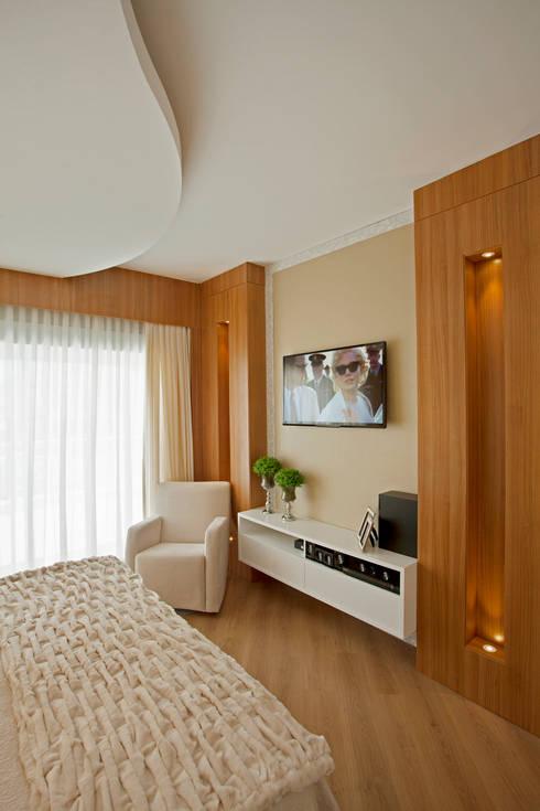 Спальни в . Автор – Designer de Interiores e Paisagista Iara Kílaris