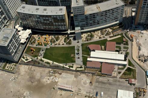 Vista aérea: Jardines de estilo moderno por KVR Arquitectura de paisaje