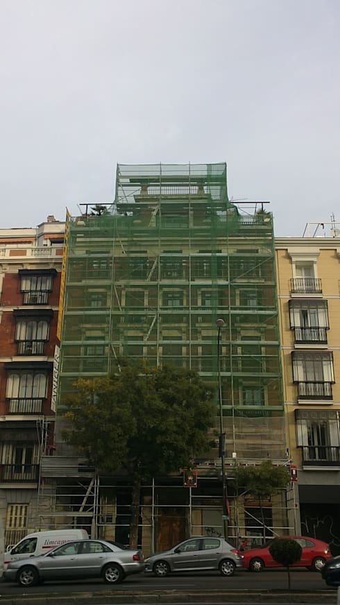 Rehabilitación de fachada de edificio ALCALÁ 77. estudiocincocincouno 2010: Casas de estilo clásico de estudio551