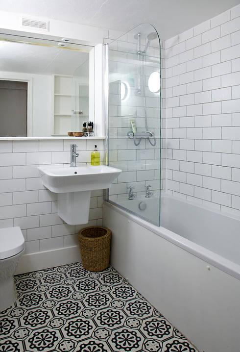 Brilliant Bethnal Green: industrial Bathroom by Propia