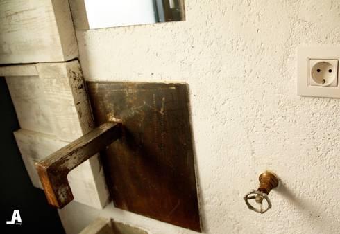 Reforma de baño : Baños de estilo ecléctico de Alcazar Construcciones