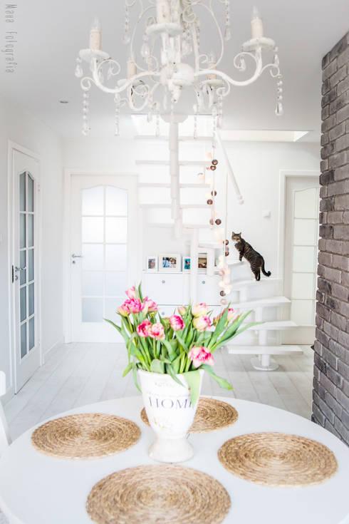 Mieszkanie na poddaszu 85m2: styl , w kategorii Korytarz, przedpokój zaprojektowany przez Meblościanka Studio