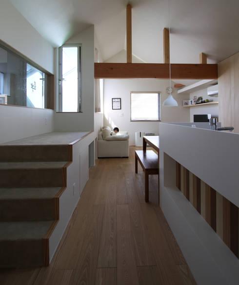 木曳野の家: 福田康紀建築計画が手掛けたリビングです。