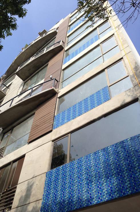 Fachada : Casas de estilo moderno por Grupo Siobles