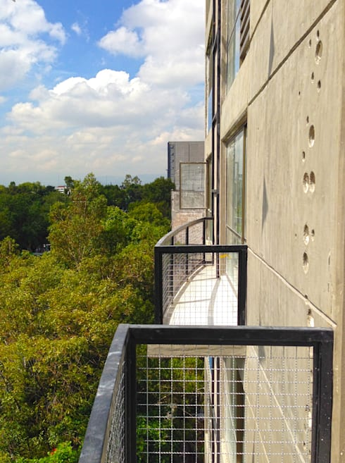 Balcones: Casas de estilo moderno por Grupo Siobles