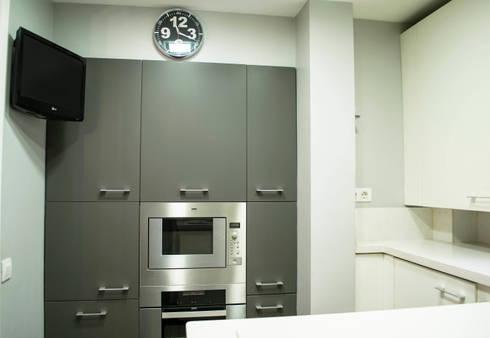Cocina Molins de Rei: Cocinas de estilo minimalista de muxo Studio