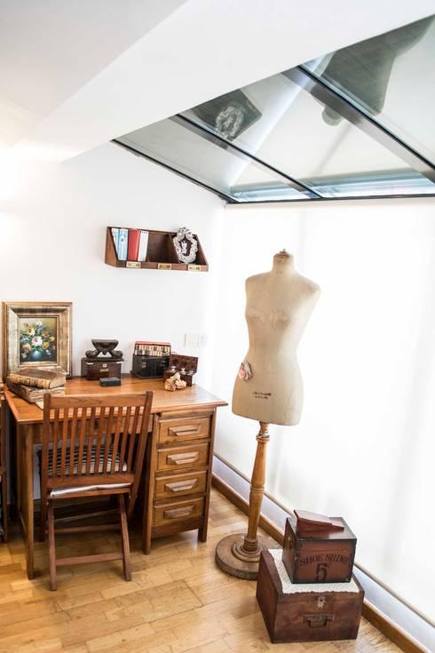 Dormitorio suite Molins de Rei: Dormitorios de estilo  de muxo Studio