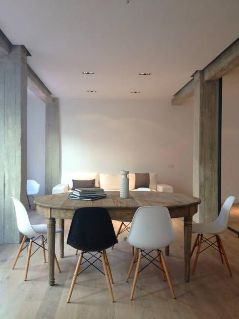 Estar abierto: Comedores de estilo moderno de B-mice Design + Architecture