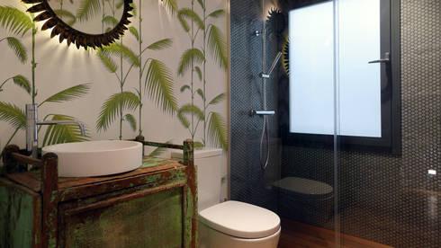 Baño : Baños de estilo moderno de B-mice Design + Architecture