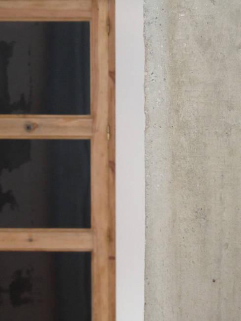 detalle materiales: Paredes de estilo  de B-mice Design + Architecture