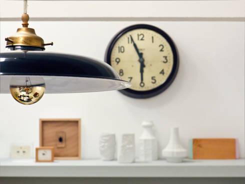 Detalle de decoración cocina: Cocina de estilo  de B-mice Design + Architecture