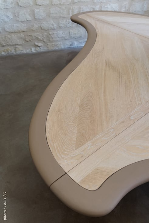 """Bureau """"4postes"""" - détail surface et bordure cuir: Bureaux de style  par Jean Zündel meubles rares"""
