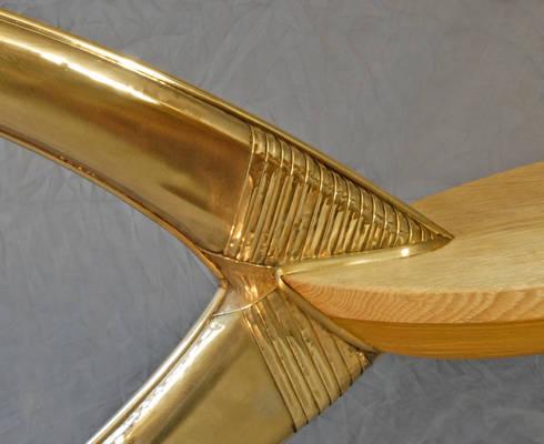 """Table basse """"N°5"""" - détail piètement: Salon de style de style eclectique par Jean Zündel meubles rares"""