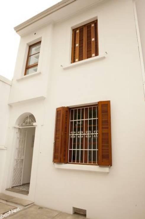 Casas de estilo  por Ana Sawaia Arquitetura
