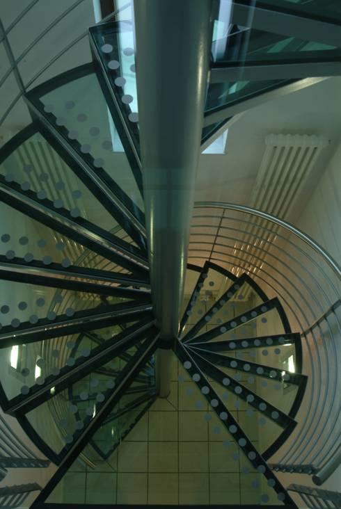 Treppen und Geländer:  Flur & Diele von Ernst Stahl- und Treppenbau GmbH