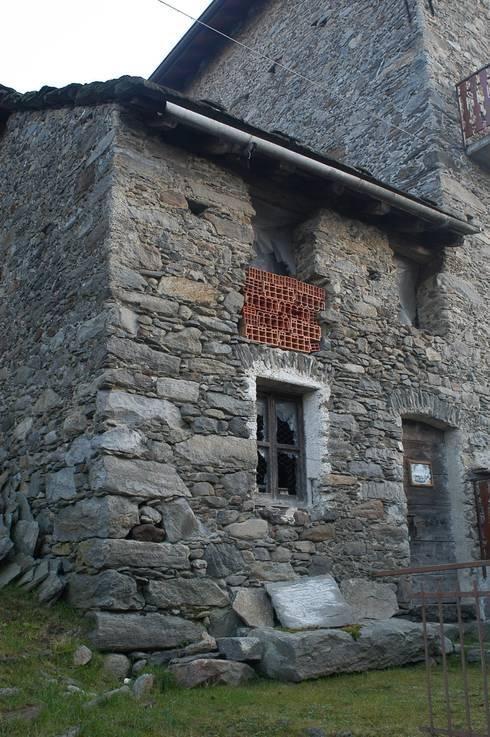 Una casa per tornare a vivere in montagna di architettura - Architetto per ristrutturazione casa ...
